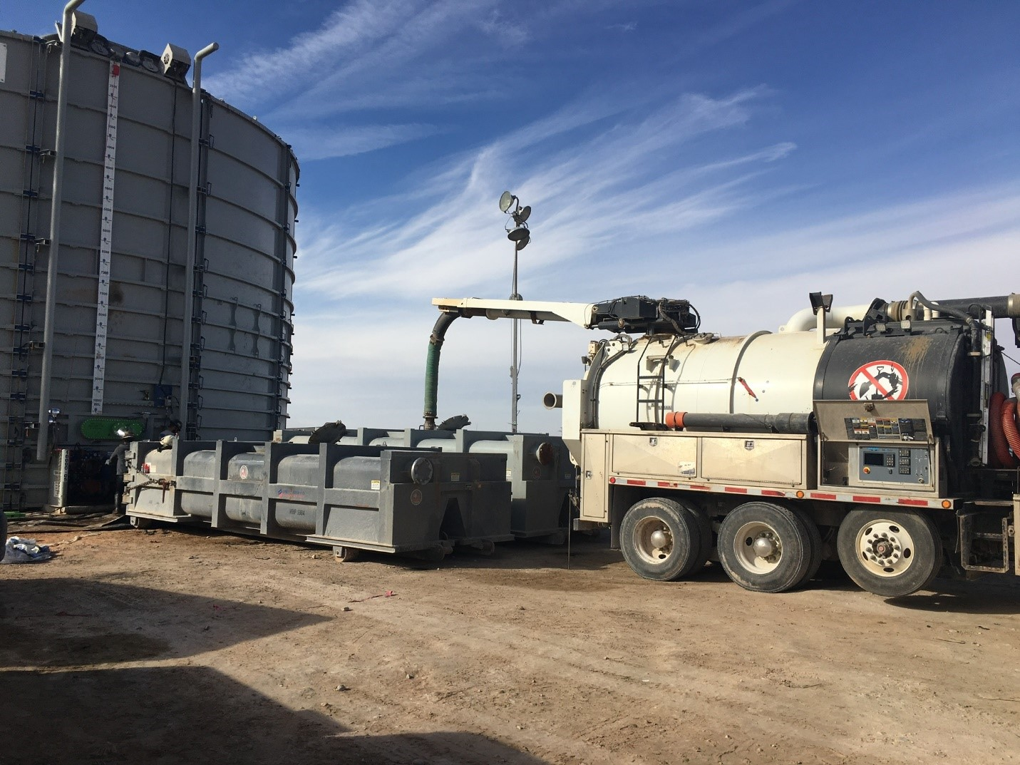 Roll Off-frac tank cleanout
